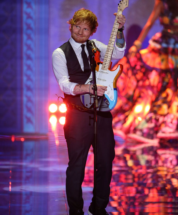 Ed Sheeran actuant a l'edició del 2014 del Victoria_s Secret Fashion Show.