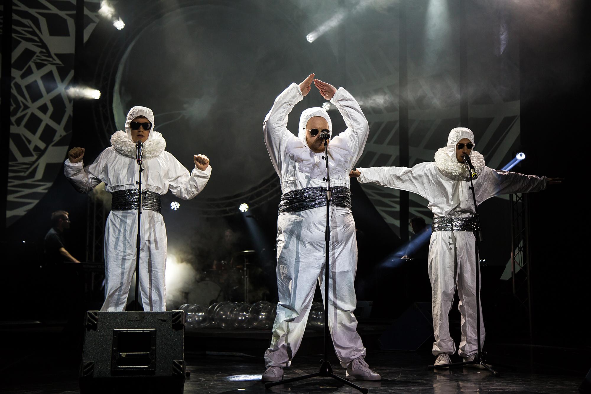 Improvizija 2018- Inštitut Stefan Kraftwerk (Tim Kern - Juš Mil?inski - Voranc Boh) - foto de Maruša Rems. Font: Web Cankarjev Dom